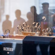 Uhren- und Schmuckläden, wie Bucherer oder Gübelin in der Stadt Luzern, liefern nicht mehr Steuern ab – trotz steigendem Umsatz. (Bild: Boris Bürgisser, 4. September 2018)