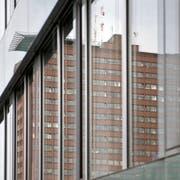 Aussenansicht des Kantonsspitals Luzern. Das Gebäude spiegelt sich in der Fassade der Frauenklinik. Das Bild entstand am Montag, 22. Februar 2016.(Pius Amrein / Neue LZ)