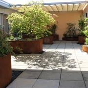 Zur guten Aufenthaltsqualität im Hospiz trägt die teilweise aus zweckgebundenen Spenden finanzierte Dachterrasse bei. (Bild: Hanspeter Thurnherr)
