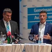 Karin Keller-Sutter mit Christian Amsler und Hans Wicki anlässlich der FDP-Roadshow in Muttenz. (KEYSTONE/Georgios Kefalas)