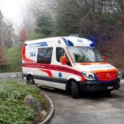 Rettungskräfte des Luks stehen immer mehr im Einsatz. Symbolbilder: Rettung, Notruf, Ambulanz, Blaulicht, Spital, Gesundheit, Krankenhaus fotografiert am 14. Dezember 2015 beim Kantonsspital Luzern.