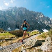 Mit leichten Sportschuhen und nur wenig Gepäck unterwegs über der Gletscherschlucht von Grindelwald: Trail Running wird in der Schweizer Bergwelt immer beliebter. (Bild: Getty Images)