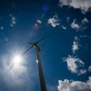 Das 170 Meter hohe Windkraftwerk Haldenstein bei Chur: In der Ostschweiz gibt es bislang keine Windräder dieser Grössenordnung. (Bild: Benjamin Manser)