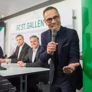 Die Überraschung ist perfekt: Am 12. Dezember 2017 wird nebst dem neuen Verwaltungsrat der TV-Moderator Matthias Hüppi (rechts) als neuer Präsident des FC St. Gallen präsentiert. (Bild: Urs Bucher)