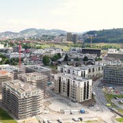 Das Schweighof-Areal in Kriens, hier auf einer Aufnahme aus dem letzten Monat. Im Hintergrund rechts ist die Mattenhof-Überbauung zu sehen. (Bild: PD)