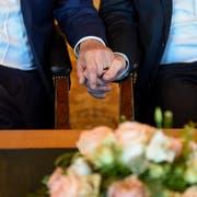 Ein Ehepaar bei ihrer Trauung. Bild: Axel Heimken/Keystone (Hamburg, 1. Oktober 2017)