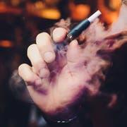 IQOS (heat-not-burn-Zigaretten) produzieren 95 Prozent weniger Schadstoffe. (Bild: Shutterstock)
