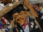 «Güggelipeter»-Maske am Krienser Fasnachtsumzug 2007. (Bild: Patrik Pauli (Kriens, 20. Februar 2007))