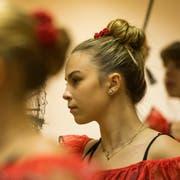 Die Mädchen der Ballettschule während der Probe zum «Nussknacker» in Emmen, im Fokus ist die 17-jährige Karina Kopp. Das Stück wird am 11. Dezember in Hochdorf aufgeführt. (Bild: Dominik Wunderli, 21. November 2018)