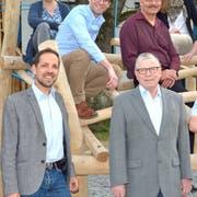 Das Fest-OK mit Mario Testa, Präsident des Musikvereins Kradolf-Schönenberg, OK-Präsident Werner Messmer und Ruth Gubler, Präsidentin des Thurgauer Kantonal-Musikverbandes, in der vordersten Reihe. (Bild: PD)