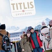 Die chinesische Reisegruppe ist in Engelberg Teil des Tagesgeschäfts. (Bild: Pius Amrein, 18. Januar 2016)