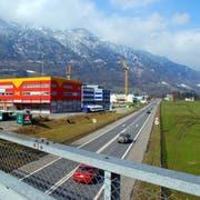 Die Autobahn A8 in Alpnach. Hier soll es einen neuen Anschluss von und in Richtung Luzern geben. (Archivbild Obwaldner Zeitung).