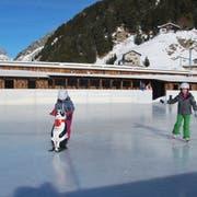 Ein Bild aus vergangenen Tagen: Diesen Winter gab es in Andermatt aber kein Eisfeld. (Bild: Andermatt-Urserntal Tourismus GmbH (Andermatt))