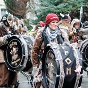 Die Tresner Moschtgügeler aus Triesen (FL) mit ihren bemalten Pauken beim Umzug in Diessenhofen. (Bilder: Dieter Ritter)