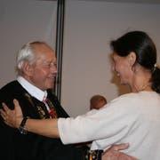 Nationalrätin Monika Rüegger beehrt ihren 87-jährigen Vater Werner Hurschler mit einem Tänzchen. (Bild: Sepp Odermatt, Engelberg, 20. Oktober 2019)