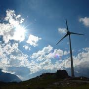 Windrat auf dem Gütsch ob Andermatt. Seit 2013 produzieren vier Windräder Strom für das EW Ursern EWU.Bild Erich Herger (ZVG)