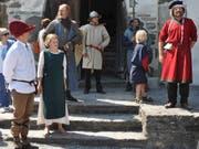 Eine Kulisse wie damals im Mittelalter: Auf Schloss Werdenberg tummelte sich am vergangenen Samstag die mittelalterliche Gesellschaft vieler Schichten und Gruppen, welche vom Publikum bestaunt wurden. (Bilder: Ursula Wegstein)