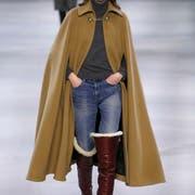 Das Label Céline macht's vor: So soll ein tolles Cape aussehen. Bild: Getty