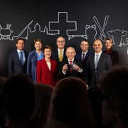 Das offizielle Bundesratsfoto 2019 (von links): Bundeskanzler Walter Thurnherr, Viola Amherd, Simonetta Sommaruga, Guy Parmelin, Bundespräsident Ueli Maurer, Ignazio Cassis, Alain Berset und Karin Keller-Sutter. (Bild: Bundeskanzlei)