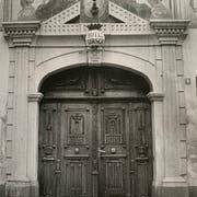 Der Eingang zum ehemaligen Zuger Hotel Hirschen mit dem Portalbogen. (Bild: PD)