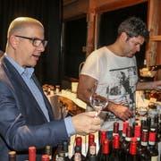 Getreu dem Ausstellungsmotto «Savoir-vivre» gehört auch eine Weindegustation zum Angebot. (Bild: Peter Spirig)