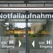 25 bis 30 Vorfälle mit renitenten Patienten verzeichnet das St.Galler Kantonsspital pro Jahr. (Archivbild: Urs Bucher)