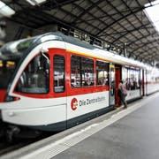 Eine Zentralbahn-Komposition im Bahnhof Luzern. (Bild LZ)