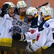 Zugs Yannick-Lennart Albrecht (Zweiter links) jubelt nach seinem 2:1 Tor mit Teamkollegen Yannick Zehnder (links), Fabian Schnyder (Zweiter rechts) und Jesse Zgraggen (rechts). (Bild: KEYSTONE/Anthony Anex)