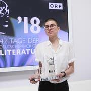 Anna Stern mit ihrem 3sat-Preis. (Bild: Johannes Puch/ORF)