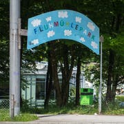 Das Eingangsschild beim Fluhmühlepark wird vorübergehend einen kleineren Park schmücken müssen. (Bild: Dominik Wunderli, 23. Mai 2017)