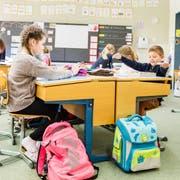Jetzt gilt es wieder ernst: Die Schule beginnt. (Bild: PD)