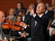 Claudio Abbado dirigiert das Mahler Chamber Orchestra. Bild: Peter Fischli/Lucerne Festival (KKL Luzern, 15. August 2010)