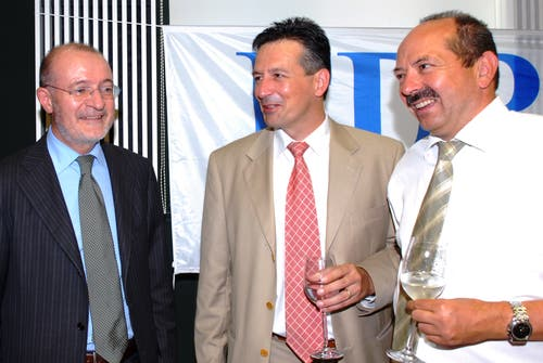 Hans Wicki am Parteitag der FDP Nidwalden 2008 mit Kantonalpräsident Ruedi Waser (rechts) und FDP-Schweiz-Präsident Fulvio Pelli. (Bild: Luca Wolf, Stans 28 . August 2008)