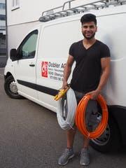 Als Montage-Elektriker ist Mosawar Nurzad ständig «on tour», was ihm sehr zusagt. (Bild: Angelina Donati)