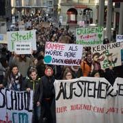 Für eine Teilnahme am Klimastreik vom 18. Januar in St.Gallen blieben auch rund 38 Jugendliche der Kantonsschule Trogen vom Unterricht fern. (Bild: Benjamin Manser)