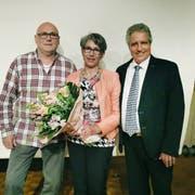 Die Gemeinderäte Kurt Frauenfelder und Brigitte Seger treten zurück. Präsident Markus Thalmann verabschiedet sie. (Bild: Nicole D'Orazio)
