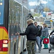 Ein Lastwagenfahrer fuhr in die Signalisation auf der Autobahn A2. (Bild: Luzerner Polizei)