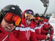 Ein Schweizer, eine Spanierin, ein Finne, ein Schweiz-kanadischer Doppelbürger sowie ein Schweizer gemeinsam auf dem Skilift (von links).