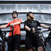 Die beiden Journalisten Urs-Ueli Schorno (links) und Raphael Zemp kurz vor dem Start zur Tour de Lucerne. (Bild: Jakob Ineichen (Luzern, 17.07.2018))