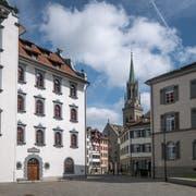 Brautpaare haben neu die Wahl: Ziviltrauungen finden künftig im Stadthaus (links im Bild) oder im Rathaus statt. (Bild: Michel Canonica)