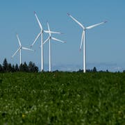 Windkraftanlagen auf dem Col du Mont-Crosin im Berner Jura. (KEY/Jean-Christophe Bott)