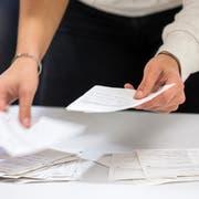 Stimmzettel-Auszählung in der Stadt Zug. Symbolbild: Keystone