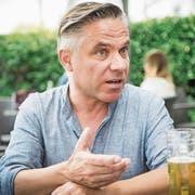 Er merkte in der 6. Klasse, dass er Männer spannender findet als Frauen: Roland Köppel, Internetunternehmer aus St.Gallen. (Bild: Ralph Ribi)
