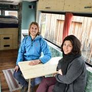 Michelle Senn und Andreas Brändle in ihrem sehr schön ausgebauten Wohnmobil. (Bilder: Heini Schwendener)