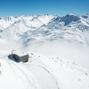 Die Gondelbahn Oberalppass–Schneehüenerstock ist die wichtige Drehscheibe der neuen interkantonalen Verbindung von Andermatt nach Sedrun. (Bild: Valentin Luthiger, Andermatt, 14. Dezember 2018)