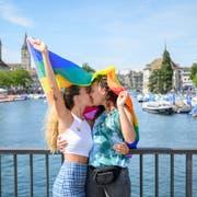 Diskriminierung aufgrund der sexuellen Orientierung soll künftig explizit verboten sein: Aufnahme vom diesjährigen Zürcher Pride Festival. (Bild: Melanie Duchene, Keystone (15. Juni 2019))