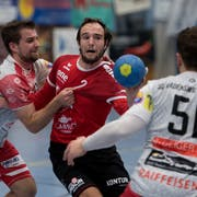 Handball, BSV Stans (in Rot) vs. SG Wädenswil / Horgen. Im Bild in der Mitte Nr. 2 Roger Scherer (BSV). Namen aus dem Matchblatt. Bild: Corinne Glanzmann (Stans, 21. September 2019)
