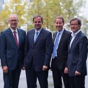 Joachim Eder (links) muss als Ständerat ersetzt werden, Bruno Pezzatti (rechts) als Nationalrat. Erneut kandidieren Peter Hegglin (Zweiter von links), Gerhard Pfister (Dritter von links) und Thomas Aeschi (Zweiter von rechts). (Bild: Maria Schmid, Zug, 18. Oktober 2015)