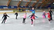 Anzelika Surupova beim Training mit Kindern im Eissportzentrum Oberthurgau. (Bild: PD)