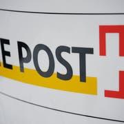 Das Logo der Post bei der Poststelle in Wauwil. Das Bild entstand am Samstag, 10. Januar 2009.(Bild Pius Amrein/ Neue LZ)Menschen, Gebäude, Wirtschaft, Post, Logo, Signet